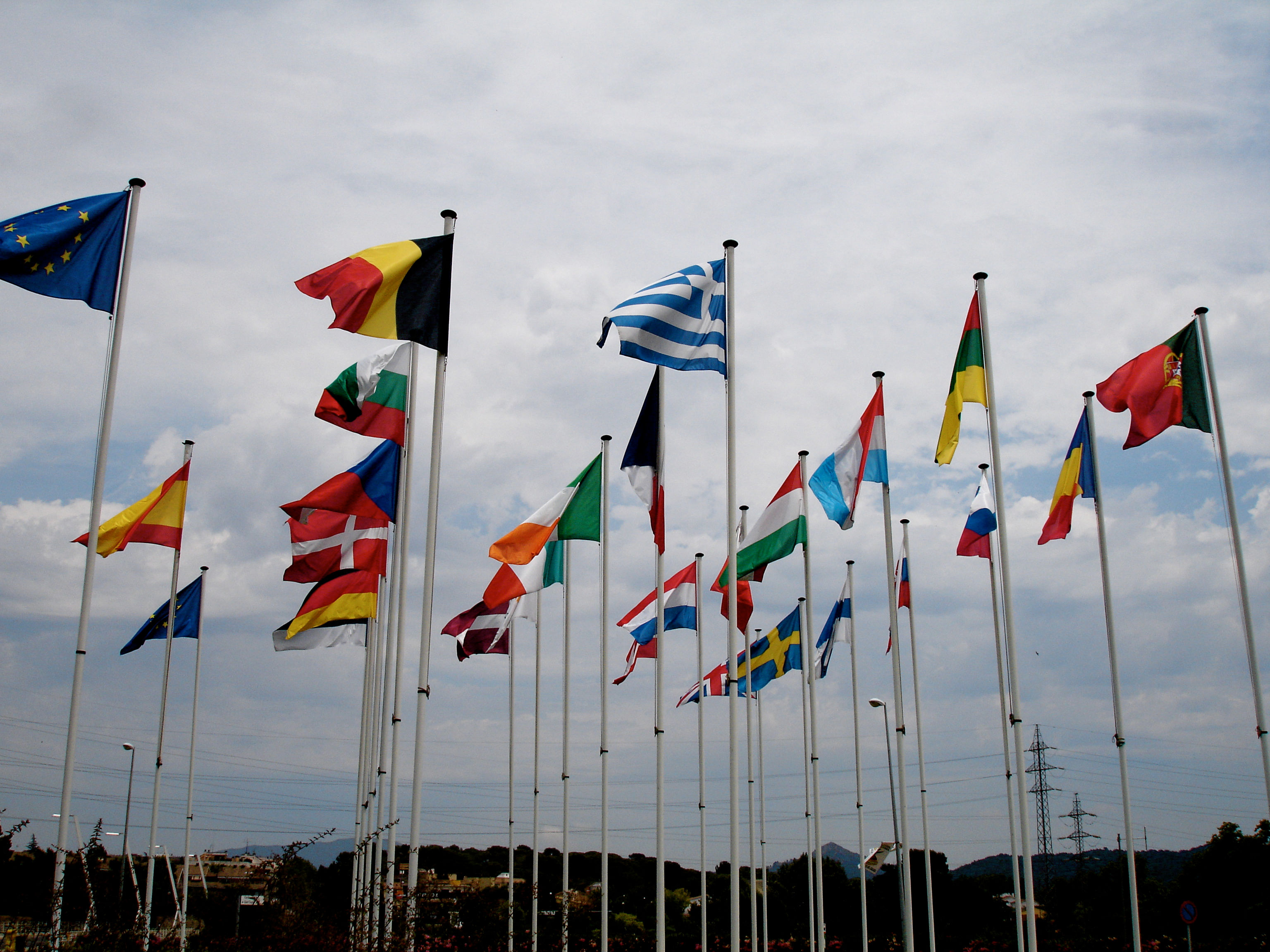 Flags outside the Parc Techologic - Photo by borkur.net on Creative Common